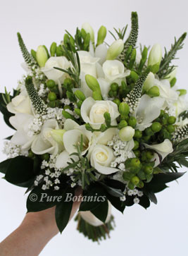 ivory and green wedding bouquet - really beautiful