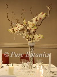 startford manor orchid centrepiece for a wedding