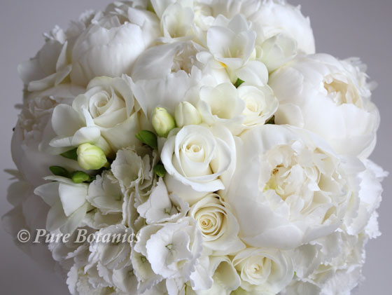 Ivory white wedding bouquet for a summer wedding