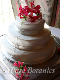 gloriosa flowers used to decorate a wedding cake