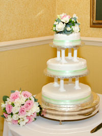 wedding flowers next to the wedding cake