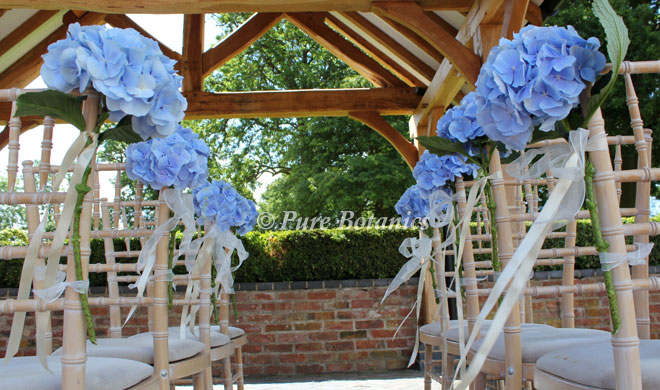 blue-hydrangea-chair-ends-wethele-manor