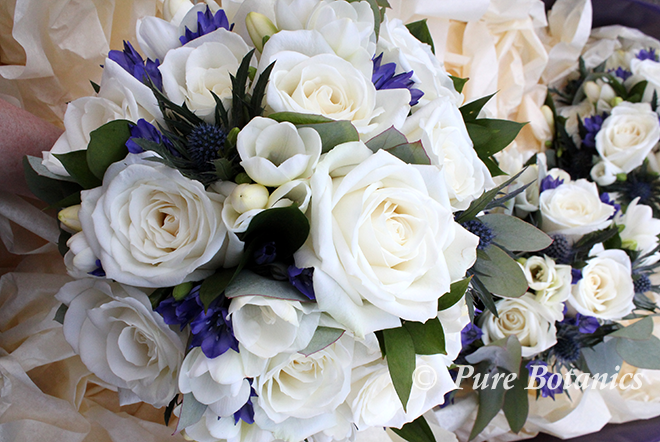 White and blue wedding bouquets.